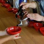 写真:高校生の坐禅研修・食事作法